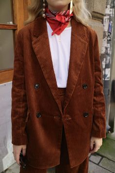 Two piece corduroy brown suit blazer double breatses red neckerchief Fanny Ekstrands blogg – Metro Mode