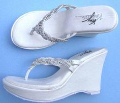 white wedding flip flops for the bride! #AnnaMariaIsland