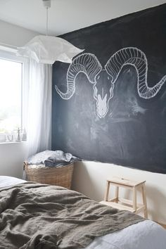25 Cool Chalkboard Bedroom Dcor Ideas To Rock DigsDigs, 25 cool chalkboard bedr. Chalkboard Bedroom, Blackboard Wall, Chalk Wall, Chalkboard Paint, Chalk Board, Kitchen Chalkboard, Chalk Paint, Makeup Room Decor, Decor Room