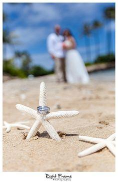 www.rightframe.net - Destination wedding on the beautiful Kahala Beach (Waialae Beach Park), Oahu. Hawaii, photography, photographer, weddings, photos, bride, groom, hawaiian, romantic, ideas, couple, bouquets, lei, palm, tree, Waikiki, honolulu, resort,star fish, details, wedding rings, ring