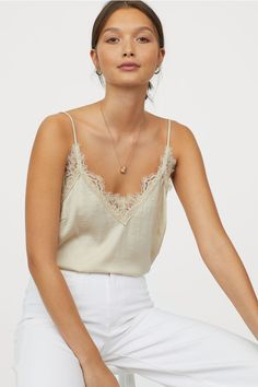 Satin camisole - 7 Must-Have Clothing Items Every Woman Should Have Preppy Outfits, Unique Outfits, Cute Casual Outfits, Stylish Outfits, Beautiful Outfits, Fashion Art, Fashion Outfits, Classic Skirts, Satin Top