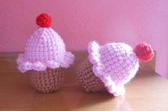 Cupcakes rosas con guinda.