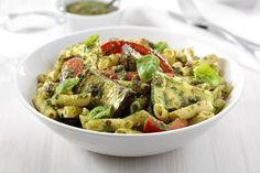 Verse pasta met geroosterde groenten en pesto