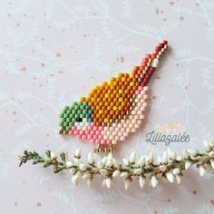 DIY tissage brick stitch motif oiseau d'automne en perles Miyuki Delicas How to weave a bird in brick stitch with Miyuki beads? Loom Bracelet Patterns, Beaded Earrings Patterns, Seed Bead Patterns, Beading Patterns, Knitting Patterns, Beaded Necklace, Brick Stitch Tutorial, Art Perle, Motifs Perler