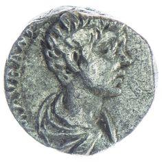 Caracalla Denar Silber, Av: M AVR ANTON CAES PONTIF, drapierte Büste nach rechts, Rv: PRINCIPI IVVENTVTIS, Caracalla steht links mit Kommandostab und Speer