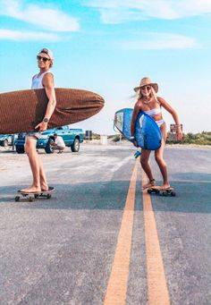 Surfing holidays is a surfing vlog with instructional surf videos, fails and big waves Surf Girls, Vans Girls, Beach Girls, Beach Aesthetic, Summer Aesthetic, Summer Pictures, Beach Pictures, Summer Feeling, Summer Vibes