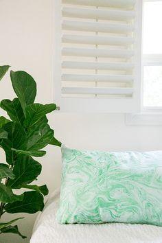 Sugar and Charm: DIY Marble Pillows
