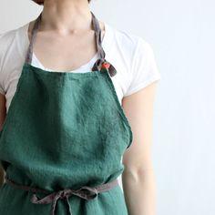 フルエプロン マノン _ フォレストグリーン Kitchen Aprons, Kitchen Gifts, Kitchen Gloves, Linen Apron, British Style, Sewing Tutorials, Color Pop, Female, My Style