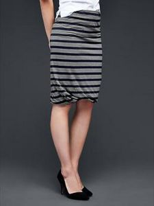 Cute and soft striped pencil skirt.