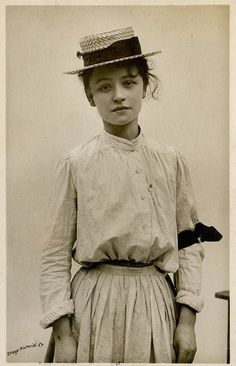1906 Postcard Of English Actress Hilda Trevelyan (1877-1959)