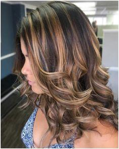 Caramel Highlights On Dark Hair, Brown Hair Balayage, Brown Blonde Hair, Hair Color Highlights, Hair Color Dark, Light Brown Hair, Brown Hair Colors, Balayage Brunette, Brunette With Caramel Highlights