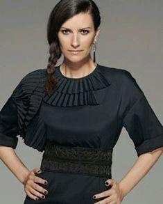 Portarono in tribunale Laura Pausini per rivelare il segreto di perdere peso Italian Women, Ruffle Blouse, Long Sleeve, Lp, Singers, Fashion, Weights, Diet, Pictures