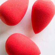 Introducing the iconic Beautyblender sponge, now in Sephora red. #ContouringMagic #Sephora #Contour #MakeoversBySephora #Beauty #beautyblender #makeup