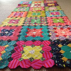 My physiotherapist told me a couple of years ago to quit using flippers when swimming my laps. It was hurting my back and probably not doing. Hexagon Quilt, Square Quilt, Quilting Projects, Quilting Designs, Quilting Ideas, Snowball Quilts, Paper Quilt, English Paper Piecing, Scrappy Quilts