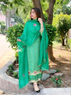 Embroidery Suits Punjabi, Hand Embroidery Dress, Embroidery Suits Design, Embroidery Designs, Punjabi Dress, Punjabi Bride, Pakistani Dresses, Punjabi Suits Designer Boutique, Boutique Suits
