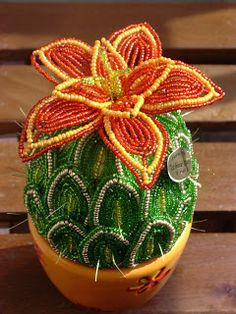 Pianta grassa French Beaded Flowers, Wire Flowers, Crochet Flower Patterns, Crochet Flowers, Bead Crafts, Diy And Crafts, African Dolls, Tree Patterns, Beading Projects