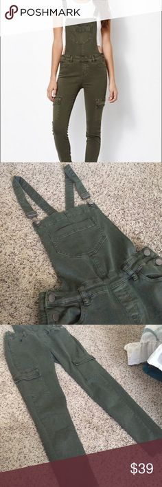 Kendall and Kylie Pacsun Green Cargo Overalls Sz25 From spring/summer collection, Kendall and Kylie green cargo overalls from Pacsun. Worn only a few times. Ankle length, super cute with sneakers or ankle boots and a crop top or sweater! Size 25, true to size. Kendall & Kylie Jeans Overalls