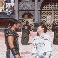 """Movie Lover su Instagram: """"Russell Crowe & Joaquin Phoenix on the set of Gladiator(2000) Joaquin Phoenix was always Ridley Scott's first choice to play…"""" Joaquin Phoenix Film, Joaquin Phoenix Gladiator, Gladiator Movie, Gladiator 2000, Russell Crowe Gladiator, Celebrity Mugshots, The Last Samurai, Nostalgia, Tv Shows Funny"""