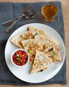 How to Make Crispy, Cheesy Quesadillas on the Stove Top Cooking Lessons from The Kitchn Mexican Food Recipes, Dinner Recipes, Ethnic Recipes, Mexican Dishes, Quick Weeknight Meals, Easy Meals, How To Make Quesadillas, Stove Top Recipes, Microwave Recipes