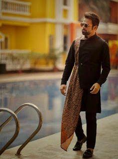 22 Stylish Mehndi Dresses for Men Mens Indian Wear, Mens Ethnic Wear, Indian Groom Wear, Indian Men Fashion, Men Fashion Show, Mens Fashion Suits, Wedding Dresses Men Indian, Wedding Dress Men, Wedding Suits