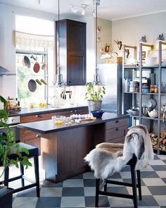 Una cocina con office separado
