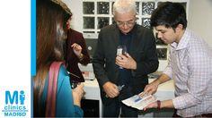 Noel Agius, Director de Operaciones de Mi Medical, y Javier Suárez, enfermero de Madrid Norte, explican a los asistentes a la inauguración los protocolos de Mi Medical