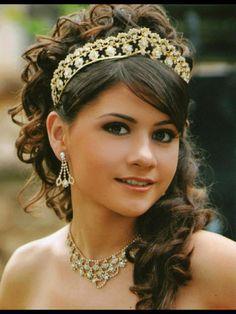 peinados y maquillaje para quinceañeras tiara