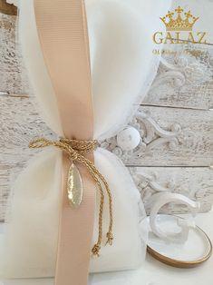 Μπομπονιέρες Galaz (Galaz.gr | Προσκλητήρια, Μπομπονιέρες, Διακόσμηση Γάμου & Βάπτισης | Λαμπάδες, Στέφανα, Δισκοπότηρα Γάμου | Ρούχα, Σετ Βάπτισης για Αγόρι και Κορίτσι) Wedding Gift Bags, Wedding Favors, Wedding Cakes, Crafts Beautiful, Wedding Planning, Beautiful Pictures, Decor, Box Packaging, Boxes
