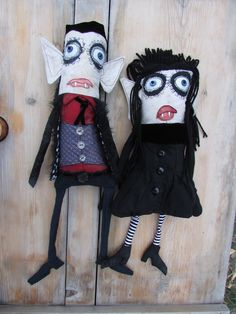 Monster Maud is an artist in Helena Montana that creates dolls, illustrations, and dioramas. Steampunk Dolls, Gothic Dolls, Zombie Dolls, Voodoo Dolls, Ugly Dolls, Creepy Dolls, Halloween Doll, Halloween Crafts, Rag Doll Tutorial