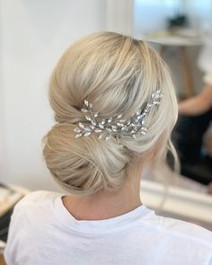 Volumous textured low bun with hair accessories perfect for any bride wedding Bride Hairstyles With Veil, Bridal Updo With Veil, Wedding Hairstyles For Long Hair, Up Hairstyles, Bridal Hairstyles, Bridal Hair With Veil Updo, Low Bridal Updo, Big Hair Updo, Wedding Veils