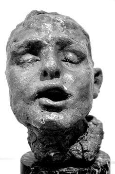 Tête d'esclave par Camille CLAUDEL (1864-1943) vers 1887. Terre crue. Musée Camille Claudel à Nogent-sur-Seine. Photo : Hervé Leyrit ©