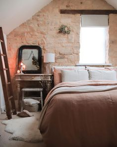 Top 5 Inexpensive Bedroom ideas A few tiny festive vibes are slowly creeping in. Dorm Room Styles, Dorm Room Designs, Sleeps Till Christmas, Master Bedroom, Bedroom Decor, Bedroom Ideas, Long Walls, Interior Decorating, Interior Design