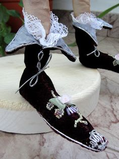 Raftul cu păpuși