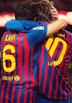 Xavi and Messi FC Barcelona Football Icon, Best Football Players, Soccer Players, Soccer Teams, Soccer Stuff, Xavi Hernandez, Messi 10, Lionel Messi, Fc Barcelona