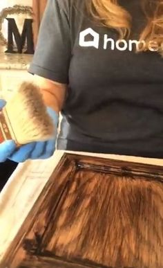 Transform the look of your kitchen with a simple cabinet update! I'm going to show you a super cool trick that I found to update your golden oak or honey oak cabinets without painting! I know you've all got 'em. These dated oak cabinets that were very p Cheap Kitchen Cabinets, Diy Cabinets, Painting Kitchen Cabinets, Diy Kitchen, Stain Cabinets, Colored Cabinets, Cabinet Stain, Cabinet Refinishing, White Cabinets