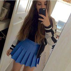 It certainly looks like @fgsleah found the perfect size Cornflower blue American Apparel Tennis Skirt. Flawless pleats all around. #AATennisSkirt #TennisSkirt #Cornflower #CornflowerBlue #americanapparel #skirtstagram #cuteaf