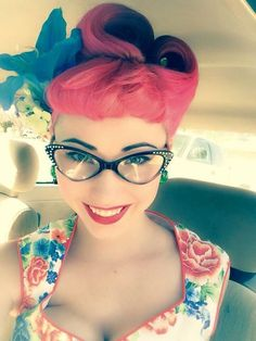 Rockabilly girl in red retro hairstyle, cat eye glasses, and floral dress Rockabilly Style, Rockabilly Moda, Moda Pinup, Rockabilly Fashion, Retro Fashion, Vintage Fashion, Rockabilly Girls, Rockabilly Hairstyle, Rockabilly Makeup