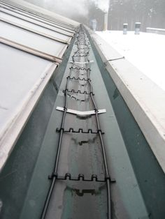 Warmfuß - Bau einer Dachrinnenheizung für einen Blumengrosshandel nahe Berlin