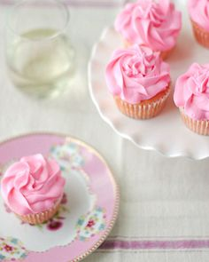 Strawberry Moscato Cupcakes - Eat Yourself Skinny Mojito Cupcakes, Yummy Cupcakes, Strawberry Cupcakes, Cocktail Cupcakes, Pretty Cupcakes, Cupcake Recipes, Cupcake Cakes, Dessert Recipes, Rose Cupcake