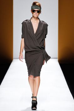 Max Mara Spring 2013 Ready-to-Wear Collection Slideshow on Style.com
