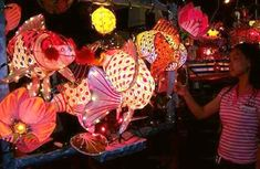 Lanterns steal the night at Mooncake Festival contest in Malacca