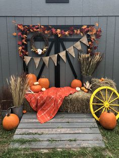 Backyard photo booth I put together for team night. Fall Baby Pictures, Fall Photos, Fall Photo Booth, Fall Festival Decorations, Halloween Backdrop, Fall Mini Sessions, Halloween Photography, Fall Birthday, Halloween Disfraces