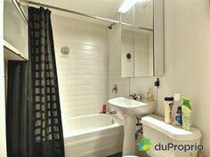Salle de bain - La salle de bain a été entièrement rénovée en 2012, avec des matériaux de qualité (douche et plancher en céramique)- Triplex à vendre à Montréal dans le quartier Rosemont, contactez Emmanuelle au 451-751-1551, $579,000