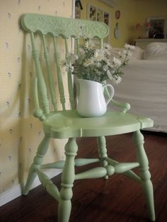 Little green chair. such a pretty green. Shabby Chic Green, Shabby Chic Cottage, Cottage Style, Painted Chairs, Painted Furniture, Verde Vintage, Vintage Green, Mean Green, Old Chairs
