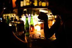 Bli med på speakeasy-bar - En tur tilbake til - Alt om Gin Speakeasy Bar, Best Happy Hour, Bar Drinks, Thrasher, Alexandria, Washington Dc, Gin, Things To Do, Drink Specials