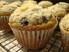 Out of all the blueberry recipes this is the best blueberry muffin recipe. Moist, sweet, and with a yummy crunchy topping. Best Blueberry Muffins, Blueberry Recipes, Blue Berry Muffins, Calories In Blueberries, Food Intolerance, Mediterranean Diet Recipes, Fodmap Recipes, Gluten Free Desserts, Muffin Recipes