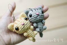 Crochet cat Pattern here: http://blog.naver.com/gmloi/80114445671