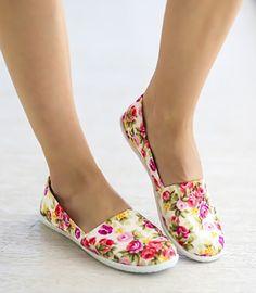 Espadrile dama ieftine cu flori Slippers, Shoes, Fashion, Moda, Zapatos, Shoes Outlet, Fashion Styles, Slipper, Shoe