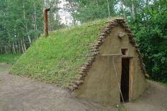 Os Burdeis datam mais de 6.000 anos e são o modelo de construção nativo das comunidades que viviam nas montanhas e estepes do leste europeu. São compostas por madeira, barro e grama e ficam abaixo do nível do solo. - outros modelos de casas de povos nativos no link