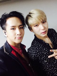 Ravi stop leaking your hair colour onto Leo!!!